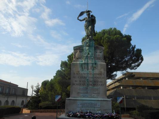 Rencontre arles monuments aux morts