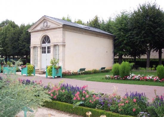 Dijon la petite orangerie du jardin de l 39 arquebuse dijon 21 21000 - Petit jardin robertson dijon ...