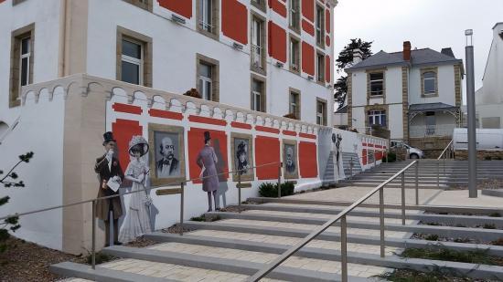 La fresque des illustres visiteurs de quiberon la belle for Hotel quiberon piscine