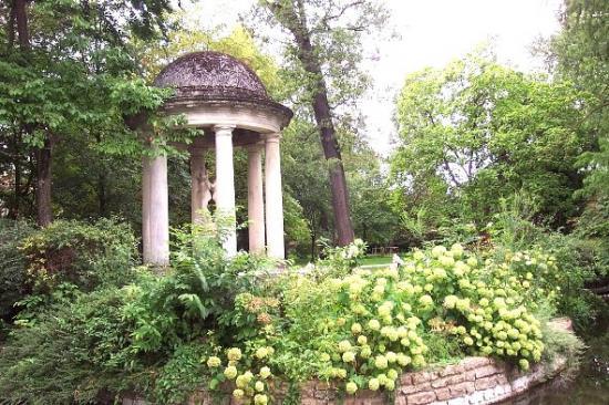 Le temple d 39 amour du jardin de l 39 arquebuse dijon 21 21000 - Petit jardin robertson dijon ...